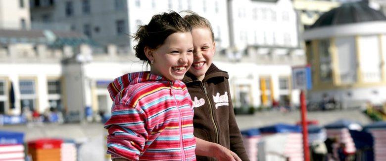 Strand-junge-Leute Borkum